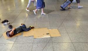 Bildunterschrift: Solche Bilder wurden zu einem gewöhnlichen Anblick für die Bahnhöfe Europas